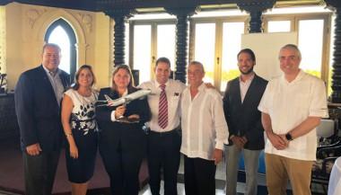 Representantes de Havanatur y American Airlines firmaron un nuevo acuerdo comercial
