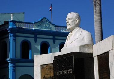 Busto de Perucho Figueredo